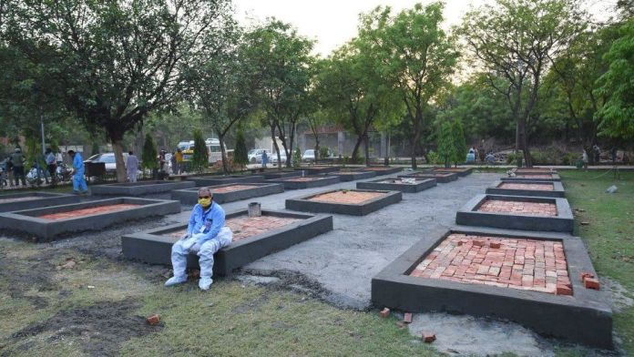 Delhi adds makeshift crematoriums as Covid deaths climb