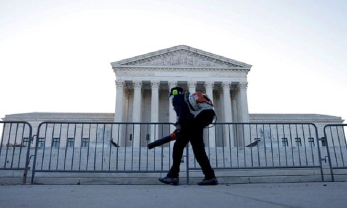 US supreme court gives hope to long-term immigrants in deportation ruling