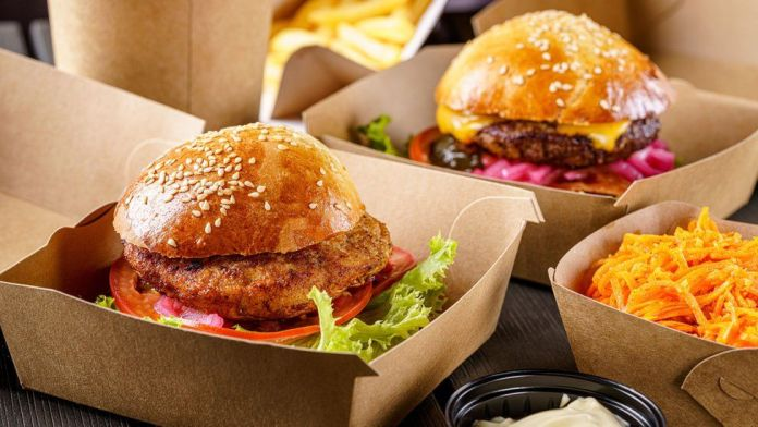 Fast food staff arrested for not giving police free burgers