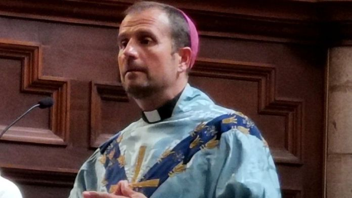 Spanish bishop quit for love for erotic writer