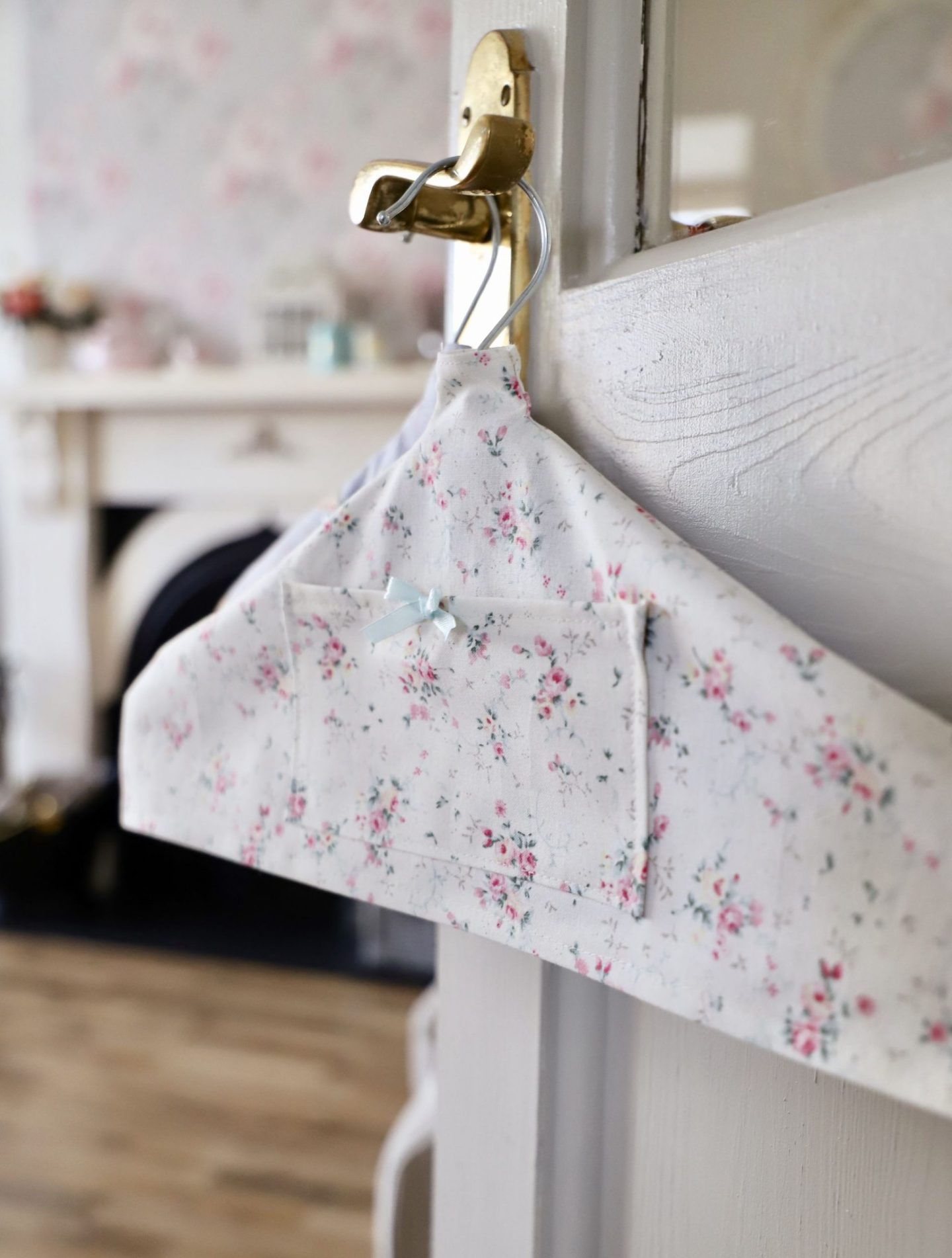 How to make pretty fabric hangers