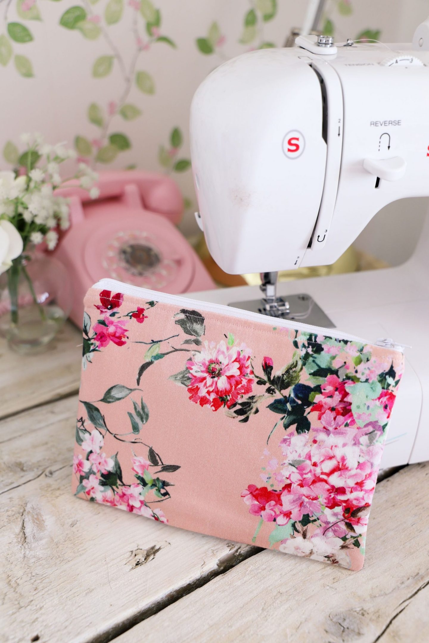 DIY floral zipper pouch