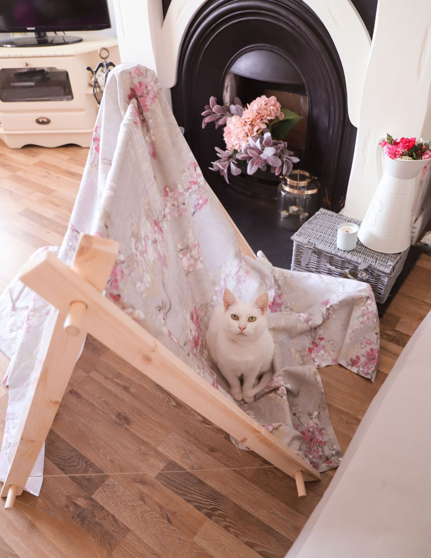 Pet DIY's, How to sew a cat collar and pet tent