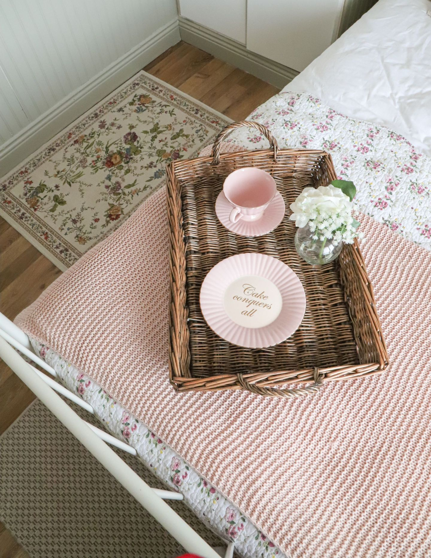 Small guest bedroom makeover