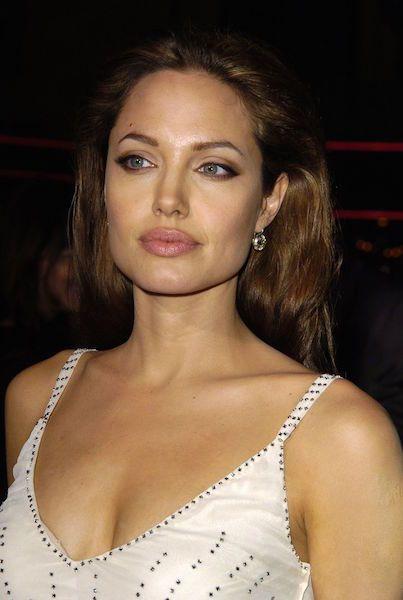 54768e855cff491ab143d6746088e5da - Todas Las Cirugías de Angelina Jolie