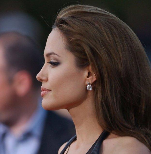 LAPremiereofMrMrsSmithZlW08MYQtZrx 1 - Todas Las Cirugías de Angelina Jolie