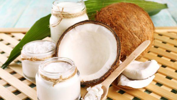coconutoil e1501968455869 - Aceite de Coco, el Cosmético Perfecto