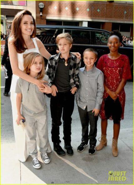 angelina jolie brings kids red carpet tiff 01 e1516534286834 - Los Rellenos de Angelina