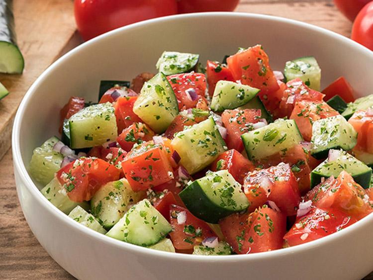 Σαλάτα αγγούρι-ντομάτα