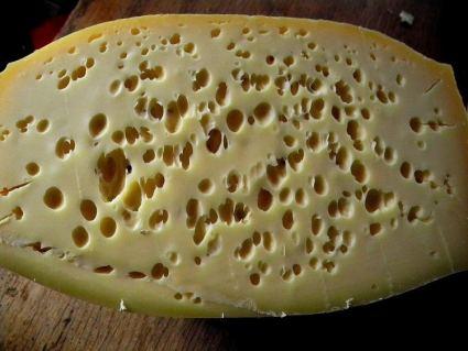 Οπές σε σκληρά τυριά! Είναι πάντα καλές?