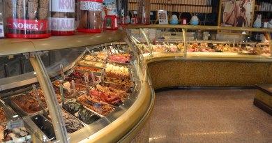 Βανίλια, κακάο, φράουλα και ξηροί καρποί στο παγωτό