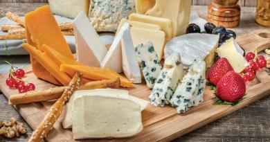 3 Τρόποι για να φτιάξω τυρί χωρίς νάτριο