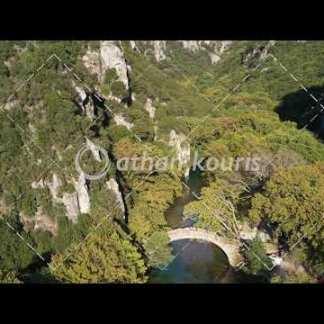 αγορά πλάνα βίντεο on line Πέτρινο γεφύρι Βοϊδομάτη στην Κλειδωνιά διάρκειας 22 sec V-1003