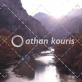 αγορά πλάνα βίντεο on line - Αώος χαράδρα Φθινόπωρο - Κόνιτσα διάρκειας 11 sec V-1086