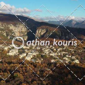 αγορά πλάνα βίντεο on line - Μονοδένδρι Ζαγόρι Φθινόπωρο διάρκειας 13 sec V-1104
