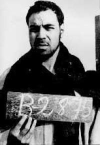 Última fotografía de Mohamed Sidi Brahim Basir. Fue tomada tras su detención en 1975