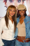 Beyonce-et-Kelly-Rowland-en-2002
