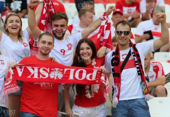 le-reve-des-supporters-polonais-assister-a-une-qualification-historique-de-leur-equipe-pour-les-demi-finales-de-l-euro-photo-le-dauphine-libere-patrick-roux-1467314102