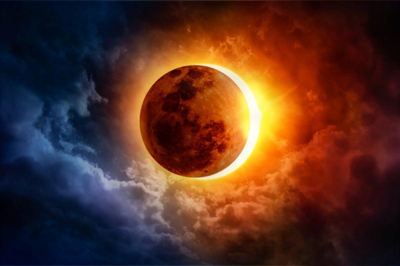 Amalan Utama Ketika Gerhana Bulan atau Matahari dakwah id