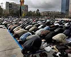 Muslim Spanyol sedang shalat