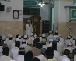 Jamaah berdzikir (kabarindonesia.com)