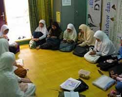 Sebuah liqa akhwat (hudzaifah.org)