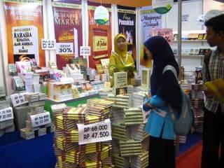 Ilustrasi - Suasana Islamic Book Fair 2008. (jakartadailyphoto.com / ollie)