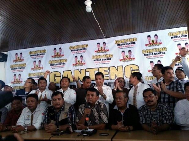 Pasangan Cagub-Cawagub Sumut nomor urut 5 H.Gatot Pujo Nugroho, ST dan Tengku Erry Nuradi serta tim suksesnya. (ist)