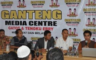 Konferensi Pers Tim Pemenangan Ganteng (inet)