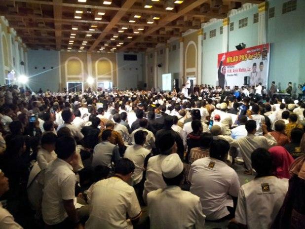 Ribuan kader penuhi Ballroom Hotel Mesra, Samarinda, Kalimantan Timur pada Sabtu (13/4/2013) untuk mendengarkan orasi politik Presiden PKS Anis Matta. (ist)