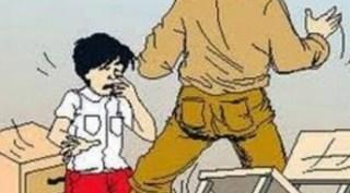 Oknum Guru sedang menghukum seorang siswa (inet)