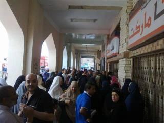 Antrean membeli sembako akibat krisis ekonomi di Mesir (egyptwindow)