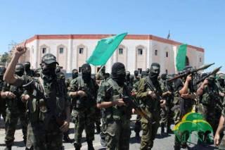 Militer Palestina yang tergabung dalam beberapa faksi perlawanan berkumpul dan melakukan aksi parade militer melawan penjajahan Israel di depan Rumah Sakit Indonesia (RSI) di Bayt Lahiya, sebelah utara Jalur Gaza, Jumat (6/9). (MINA/Hussain, Fikry)