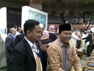 Nurman Abdulbakri, Lc. bersama Hidayat Nurwahid Saat Konferensi Internasional WAMY. (Irhamni Rofi'un)