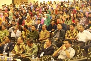 Dialog Kebangsaan mencari pemimpin Indonesia di Universitas Diponegoro, Senin (25/11/2013).