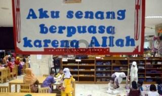 Kegiatan pesantren anak di Raudhatul Athfal Masjid Istiqlal, Jakarta, Kamis (25/7). (foto: Republika)