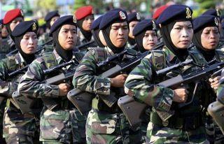Tentara Wanita Mengenakan Jilbab (inet)