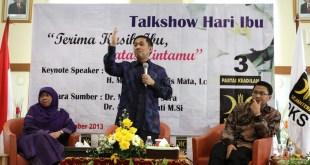 Dr. Anis Byarwati, Anis Matta, Lc dan Dr. Mardani Ali Sera dalam gelar wicara peringatan Hari Ibu (18/22)