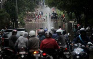 Jl. TB.Simatupang, Jakarta terendam banjir setinggi 1 meter. (Foto: detik)