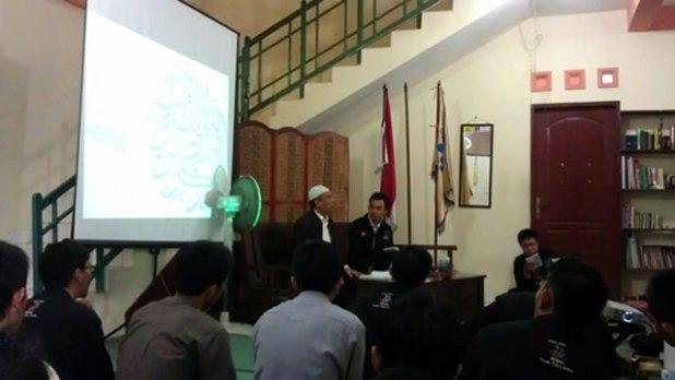 Kajian Islam Kontemporer di asrama Putra PPSDMS Nurul Fikri Regional III Yogyakarta, Sabtu (4/1/2014).  (Foto: Phisca Aditya Rosyady)