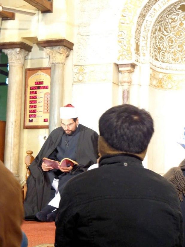 Penulis saat mengikuti talaqqi di Masjid Al-Azhar. (Foto: Irhamni Rofiun)