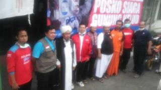 Presiden Direktur PKPU Agung Notowiguno bersama Direktur Program PKPU Rully Barlian datang ke lokasi bencana dan pengungsian, Senin (17/2) - Foto: PKPU
