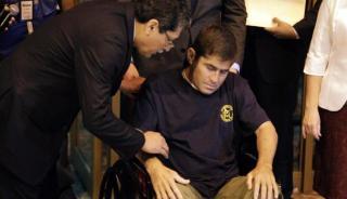 Jose Salvador Alvarenga saat tiba di bandara Comalapa,11 Februari 2014 lalu. (REUTERS/Jorge Cabrera)