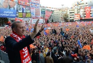 Erdogan berorasi di depan massanya di kota Samsunn (aa.com.tr)