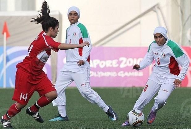 Pemain bola wanita mengenakan jilbab saat pertandingan (anadolu)