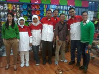 Kelompok Masyarakat Peduli Tuberkulosis PKPU bersama kru Kuis Hypermart Show - Foto: PKPU