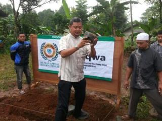 Peletakan batu pertama pembangunan masjid ke-110 di di desa Manis Kidul, Jalaksana, Kuningan Jawa Barat - Foto: PKPU