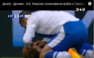 Gelandang Dnipro, Jaba Kankava, saat menyelamatkan Kapten Dinamo Kiev Husev Foto: youtube