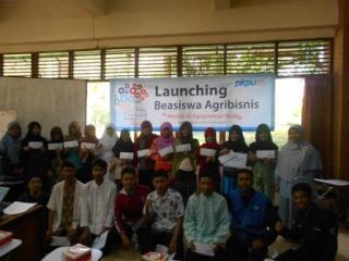 Launching Beasiswa Agrabisnis PKPU di masjid Al Hurriyyah yang berada di kompleks kamus Institut Pertanian Bogor, Minggu (13/4/2014). - (Foto: PKPU)