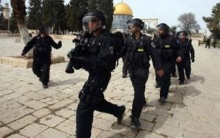 Tentara zionis yang mengotori kesucian Masjid Al-Aqsha (paltimes)
